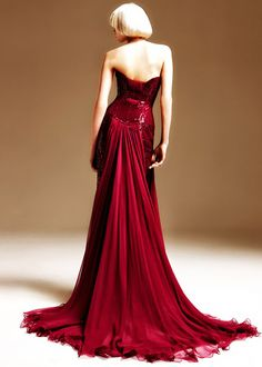 Fancy holiday party anyone? Beautiful dress!!
