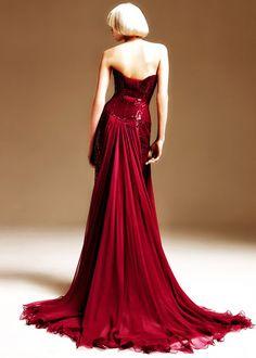 Fancy holiday party anyone? Beautiful dress!!