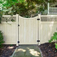 SnapWidget | Awesome backyard fence idea. Curved PVC vinyl gates from @illusionsfence come in all 35 colors and 5 wood grains of the Grand Illusions series. #illusionsfence #woodgrain #gates #gate #homedecor #fence