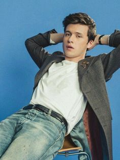 Look at Nick Robinson. Nick Robinson, Amor Simon, Love Simon, Beautiful Boys, Pretty Boys, The 5th Wave, American Eagle Skinny Jeans, Chris Evans, Cute Guys