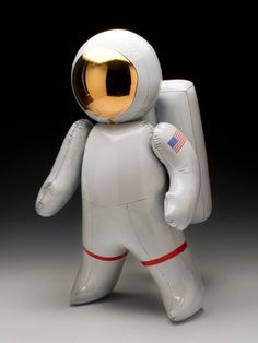 Ceramic Inflatable Astronaut — — One of the most amazing and original things I've ever seen. It's hard to believe that this inflatable looking astronaut is made out of clay. Jeff Koons, Contemporary Artwork, Contemporary Ceramics, Contemporary Artists, Ceramic Clay, Ceramic Pottery, Glazed Ceramic, Designer Toys, Old Art