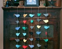 Bold Bird Garland Directions state to make out of old clothing/fabric scraps, but could also use photos or scrapbooking papers. Diy Arts And Crafts, Crafts To Make, Paper Crafts, Diy Crafts, Diy Paper, Fabric Birds, Fabric Scraps, Making Clothes From Old Clothes, Craft Gifts