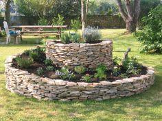 am nagement jardin cr ez votre spirale d 39 herbes aromatiques jardins et recherche. Black Bedroom Furniture Sets. Home Design Ideas
