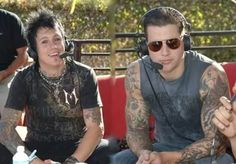M. Shadows & Jacoby Shaddix    #PapaRoach #AvengedSevenfold MY TWO FAVORITE FRONT MEN :D