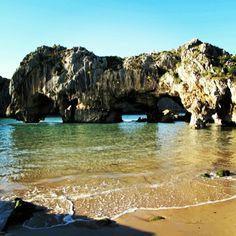 Playa de las Cuevas (Asturias)