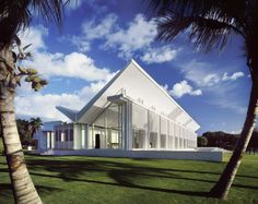 Courtesy of Richard Meier & Partners Architects ©Scott Frances ESTO Among many other things, the Neugebauer House, which was completed in 1998, stands