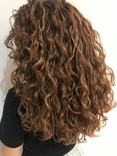 3a Curly Hair, Brown Curly Hair, Colored Curly Hair, Long Wavy Hair, Girls With Curly Hair, Ombre Curly Hair, Curly Hair Styles For Long Hair, Layers For Curly Hair, Color For Curly Hair