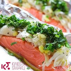 Łosoś w papilotach z porami - an easy recepie to remember Cold Dishes, Fish Dishes, Seafood Dishes, Baby Food Recipes, Healthy Recipes, Baked Salmon, Mediterranean Recipes, Salmon Recipes, Clean Eating