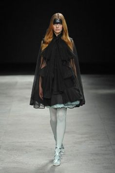 See the complete Givenchy Spring 2008 Couture collection.