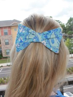 Lilly Pulitzer hair bow.