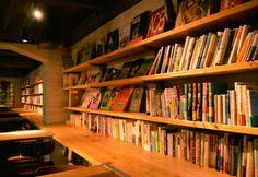 本について語り合う場を――夜の渋谷に図書館のようなバ―「森の図書室」がオープン - ITmedia eBook USER