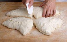 La vrai pâte à pizza façon Italienne Grand classique de la culture culinaire Italienne, la recette de la pâte à pizza peut être appréhendée d'une multitude defaçons. Cela dépend bien entendu de vos souhaits (pâte fine,