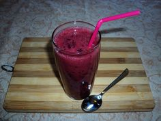 A vegan blueberry smoothie that is extremely easy and quick to make. This smoothie also contains bananas, strawberries and red grapes. Vinegar Uses, Vegan Blueberry, Red Grapes, Vegan Breakfast Recipes, Vegan Vegetarian, Coconut Oil, Smoothie, Banana, Yummy Food