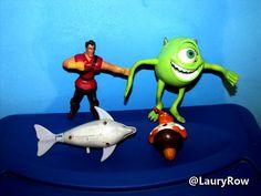 Diverses figurines à vendre (le dauphin est de astérix d'uderzo-goscinny datant de 1994) / @LauryRow