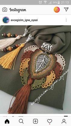 İgne oyası Bead Crochet, Crochet Doilies, Crochet Flowers, Crochet Necklace, Love Decorations, Crochet Flower Tutorial, Scarf Jewelry, Needle Lace, Homemade Jewelry
