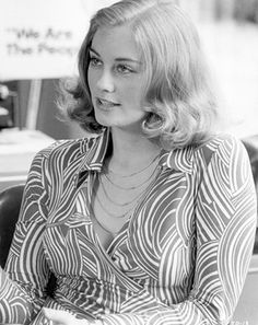 i saw a bloated, 60ish cybill shepherd plugging her new lifetime series on one of the entertainment/gossip shows (sadly). then they flashed to a photo of her from the 1970's and i was reminded what a stunningly beautiful woman she was.