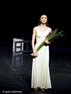 Svetlana Zakharova holding her bouquet at the end of photo by Gene Schiavone Bolshoi Theatre, Bolshoi Ballet, Svetlana Zakharova, American Ballet Theatre, Dance Pictures, Attention, Dancer, Lens, Bouquet