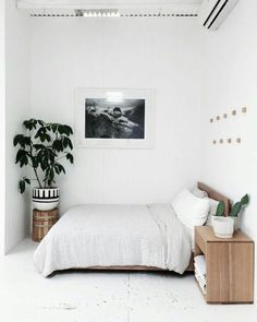3 Glorious Tips AND Tricks: Minimalist Bedroom Small Scandinavian minimalist home design layout.Minimalist Home Bedroom Low Beds minimalist bedroom inspiration rugs.Minimalist Home Inspiration Decoration. Home Bedroom, Bedroom Interior, Home Decor, Room Inspiration, 90s Decor, Minimalist Bedroom Decor, Interior Design, Minimalist Home, Minimal Bedroom