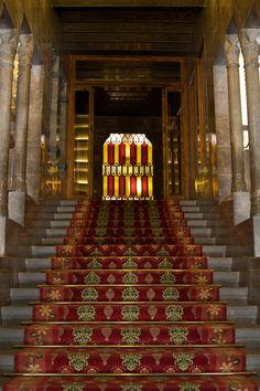 Stairway in Palau Güell | por Paul Hagon