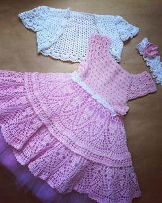 Crochet Dress Pattern For Girl - Diy Crafts - Qoster Crochet Baby Dress Free Pattern, Crochet Dress Girl, Knit Baby Dress, Baby Girl Crochet, Crochet Baby Clothes, Crochet For Kids, Crochet Lace, Little Girl Dresses, Beautiful Crochet