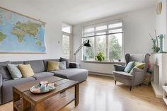 Te koop: Fritz Conijnstraat 22-III, Amsterdam - Hoekstra en van Eck - Méér makelaar.  Deze instapklare woning is volledig gemoderniseerd en strak afgewerkt. Er is gekozen voor sfeervolle kleuren en een mooie laminaatvloer, wat makkelijk te combineren is met elke interieurstijl! Met een grote woonkamer, 2 slaapkamers, 2 zonnige balkons en een extra berging voor de fiets heb je genoeg ruimte. Verder is de keuken, badkamer en het toilet stijlvol vernieuwd.