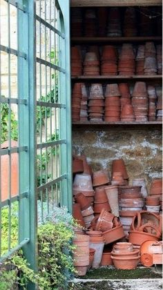 This pic just appeals, there is something very satisfying in a pile of terracotta, used,and ready to be used again, flowerpots