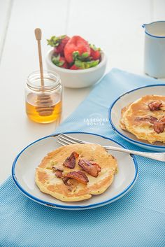 Esponjosos Pancakes de Queso Ricotta y Tocineta (Bacon)/ Fluffy and delicious bacon and ricotta pancakes