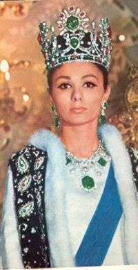 born Farah Diba, 14 October 1938 is the former Queen and Empress… Royal Crown Jewels, Royal Crowns, Royal Tiaras, Royal Jewelry, Tiaras And Crowns, Persian Princess, Pahlavi Dynasty, Farah Diba, The Shah Of Iran
