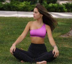 テニス選手のレイン・マッケンジー(Makenzie Raine)さんのインスタグラム写真「The more grounded you are the stronger you become #yoga #stressfree #fitness #positiveenergy #yogalife #fitl」。。 Tights, Dance Shoes, Bra, Crop Tops, Poses, Fitness, Leggings Fashion, Heavenly, Instagram