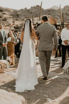 Celestial-Inspired Wedding in Joshua Tree, California : Floor length simple bridal veil Wedding Dresses Plus Size, Princess Wedding Dresses, Modest Wedding Dresses, Elegant Wedding Dress, Romantic Princess, Bohemian Wedding Inspiration, Wedding Dress Sleeves, Weddingideas, Veil