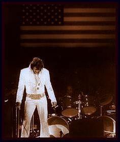 Opening Night - Elvis Presley at Madison Square Garden MSG 1972 Priscilla Presley, Lisa Marie Presley, Madison Square Garden, Tennessee, Beautiful Men, Beautiful People, Elvis In Concert, Elvis Presley Photos, Thing 1
