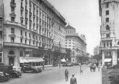 Avda. Roque Saenz Peña (Diagonal Norte) al 600, (c.1925/35). A la izquierda, un edificio con cierto aire renacentista italiano ha llegado a nuestros días; en su fachada, un león alado, símbolo de Venecia, alude a su función como entidad bancaria