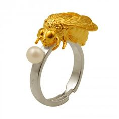 To bee or not to be little ring by Delfina Delettrez    To bee or not to be little ring gold plated silver silver7,26 gr, 1 pearl    http://www.delfinadelettrez.it/shop/56-240-thickbox/to-bee-or-not-to-be-little-ring.jpg