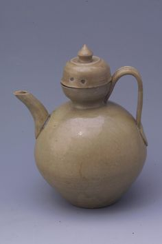 Gourd-shaped vase of Yue Kiln(Tang Dynasty)