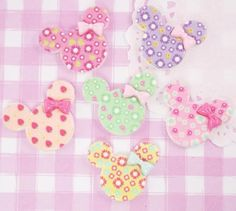 Cute and colourful shabby chic style patterned Minnie Mouse cabochons in 6 different colours. These flat back cabochons are perfect for all kinds of #kawaii #crafts. #Cabochons #Jewelry