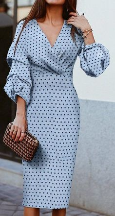 Robes midi chic avec une manche inhabituelle, Need a chic black, white, neon dress for the new era o Elegant Dresses, Cute Dresses, Beautiful Dresses, Midi Dresses, Summer Dresses, Dresses Dresses, Wedding Dresses, Blue Dresses For Women, Backless Dresses