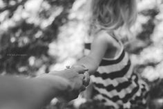 lifestyle photography mom and daughter holding hands