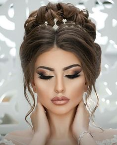 30 dreamy boho wedding makeup looks wedding forward 20 Boho Wedding Makeup, Simple Wedding Makeup, Bride Makeup, Wedding Hair And Makeup, Hair Makeup, Elegant Makeup, Wedding Hairstyles For Long Hair, Up Hairstyles, Bridal Hairstyles