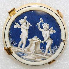 Bouton en ivoire, verre, et BOYAU DE CHAT !  ---  Button ca. 1780 European, Ivory, glass, and catgut.