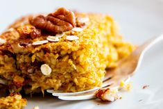 Pumpkin Baked Oatmeal is a healthy, delicious fall breakfast you can easily prep ahead. Serve with Greek yogurt for a filling and protein-rich meal! Healthy Breakfast On The Go, Fall Breakfast, Breakfast Bake, Breakfast Recipes, Breakfast Ideas, Baked Pumpkin, Pumpkin Recipes, Fall Recipes