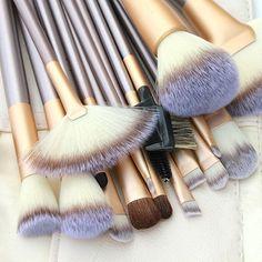 18Pcs/Set Pro Soft Blush Eyeshadow Makeup Brushes Cosmetic Tool Set + Pouch Bag SMT208