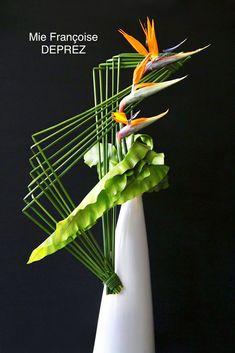Contemporary Flower Arrangements, Creative Flower Arrangements, Unique Flower Arrangements, Ikebana Flower Arrangement, Ikebana Arrangements, Floral Centerpieces, Flower Vases, Flower Art, Art Floral