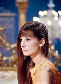Isn't audrey Hepburn beautiful? I wish I was born to look like her.