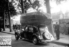 Citroën Traction Avant fonctionnant au gaz de ville (quai de la Mégisserie, Paris, octobre 1941)