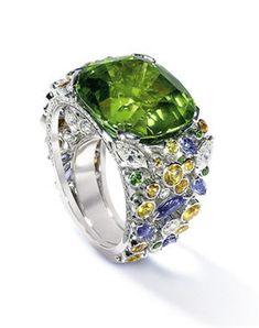 12 bagues de luxe : Bague en péridot et diamants de Fred