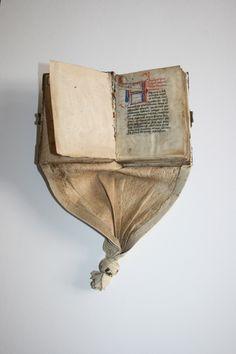 Image Medieval Books, Medieval Life, Medieval Manuscript, Illuminated Manuscript, Old Books, Antique Books, Vintage Books, Historical Artifacts, Ancient Artifacts