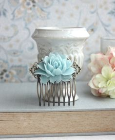 Aqua, Black and White Wedding Ideas - Aqua Blue Rose Flower Comb Aqua Blue, Photo Bleu, Something Blue Wedding, Tiffany Wedding, Blue Roses, Blue Pearl, Pearl Flower, Poses, Tiffany Blue
