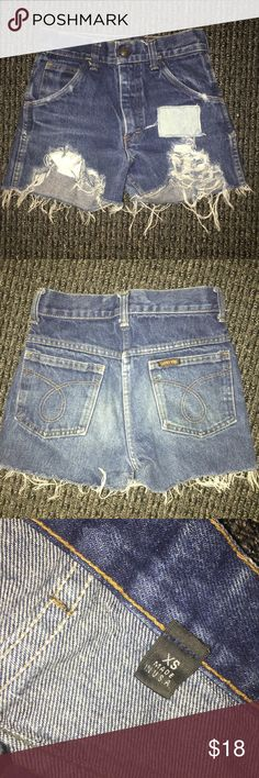 The perfect Denim cutoffs Made in the U.S.A size XS but fit like a 00. Cannot try on unfortunately they don't fit but they were my FAVES. Shorts Jean Shorts