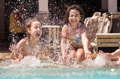 Esse sol tá pedindo uma farra na piscina não tá?! Que tal marcar um ensaio divertido e fresquinho?