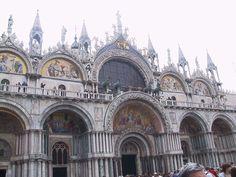 Basilica di San Marco XI - XIV sec., Venezia   L'architettura veneziana risente di influssi islamici e bizantini.